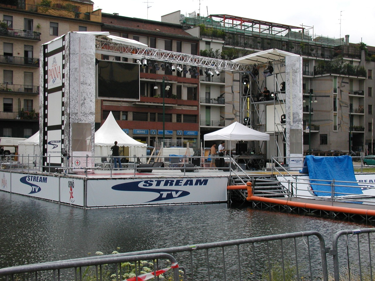 Gallery foto n.1 Stage - Concert on the Naviglio