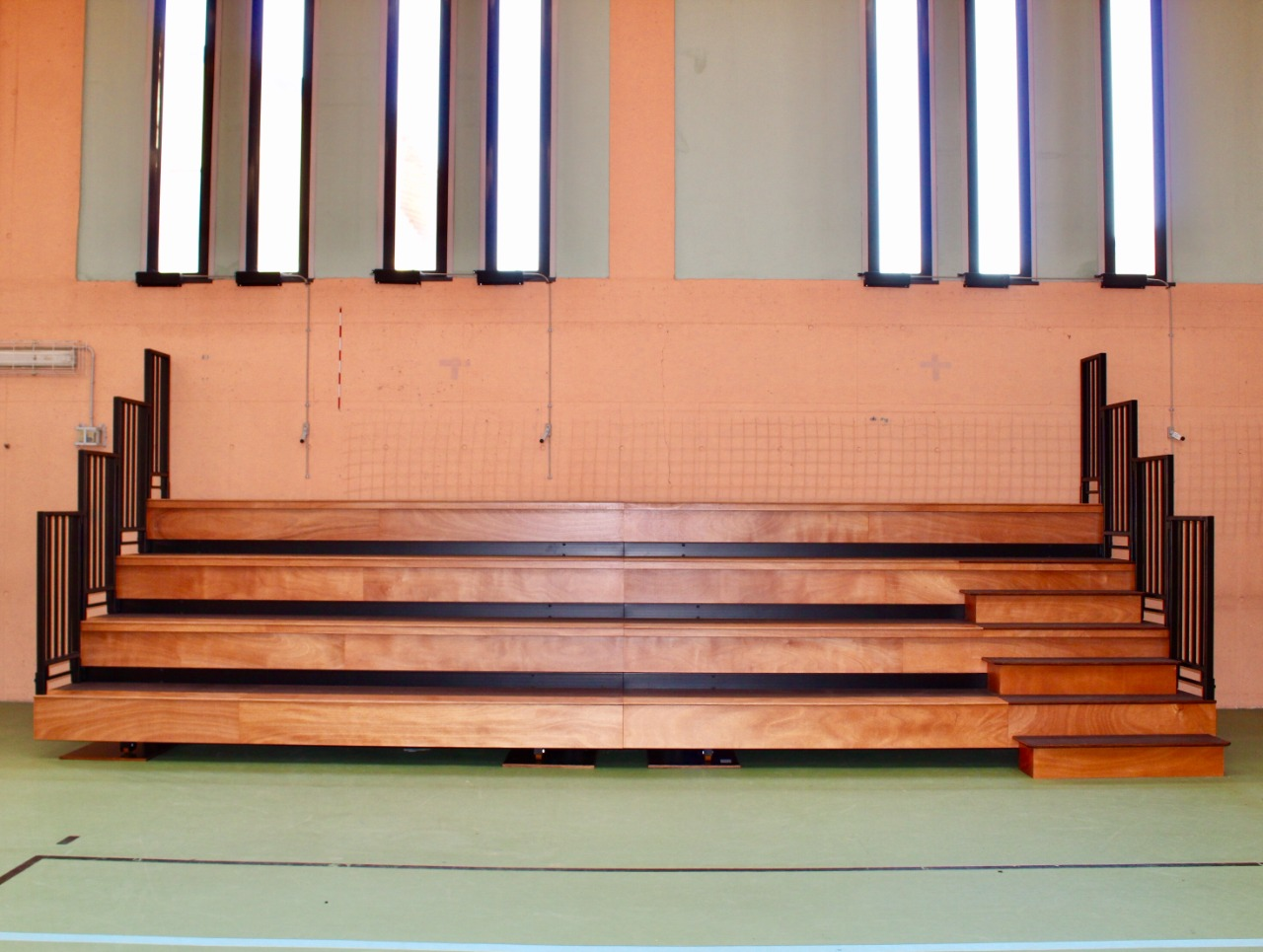 Telescopic grandstands at the Zanica elementary school