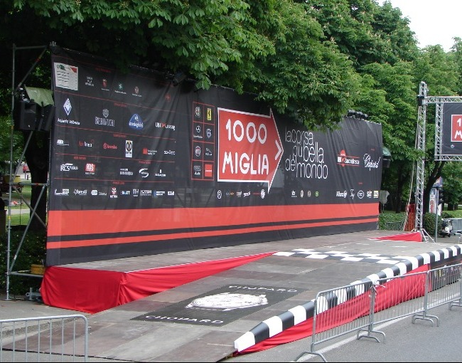 Stage with vehicle ramp - 1000 Miglia