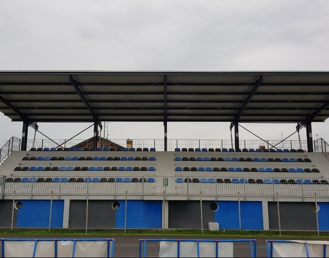 Overhanging cover - Municipal Sports Centre