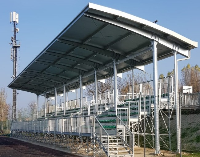 Overhanging cover - Football field