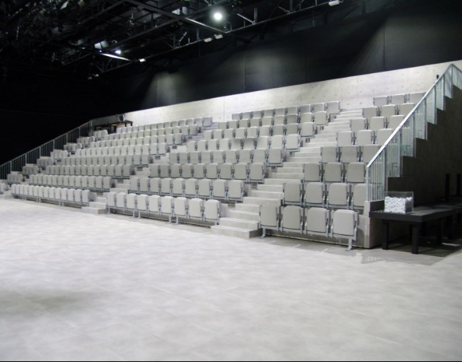 Telescopic stands - Armani Theatre