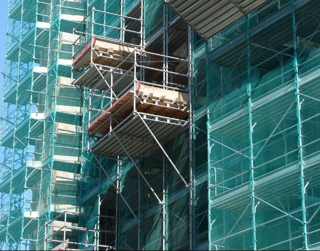 Overhanging platforms - Building construction